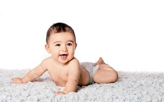 Развитие ребенка 12 месяцев: особенности у мальчиков и девочек, игры и особенности ухода за малышом