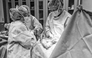 Экстренное кесарево сечение:  этапы операции и возможные осложнения