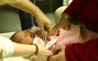 Какую температуру у ребенка нужно сбивать: поводы для снижения показателей в разном возрасте