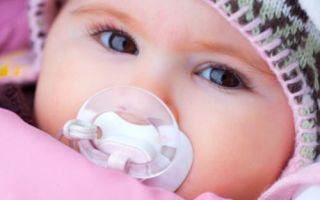 Как одевать новорожденного зимой на прогулку: особенности детского организма, список необходимых вещей