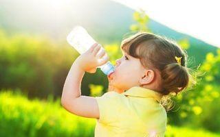 Сколько воды должен пить ребенок: возрастные критерии, советы родителям