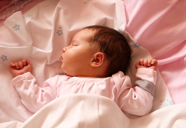 Развитие ребенка по месяцам до года девочка: рекомендации доктора Комаровского