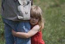 Почему ребенок не отходит от мамы