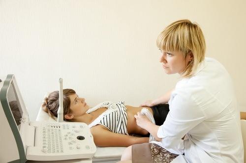 Внематочная беременность: причины и признаки, симптомы, лечение, последствия