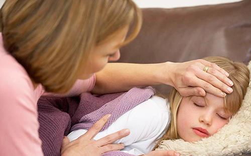Почему ребенка тошнит: 4 распространенные причины