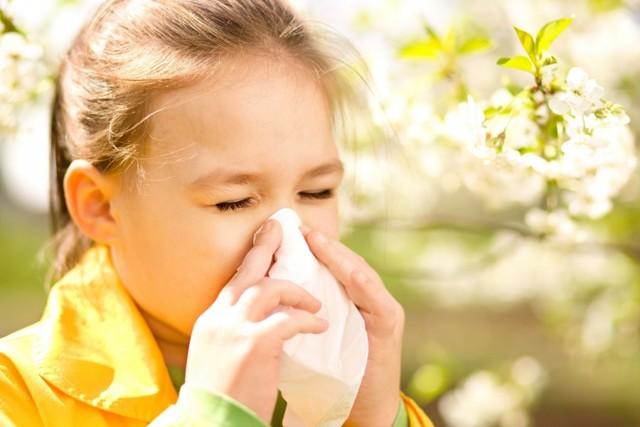 У ребёнка красные глаза: причины, уход, методы лечения