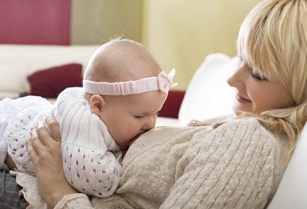 Как научить ребенка сосать грудь заново