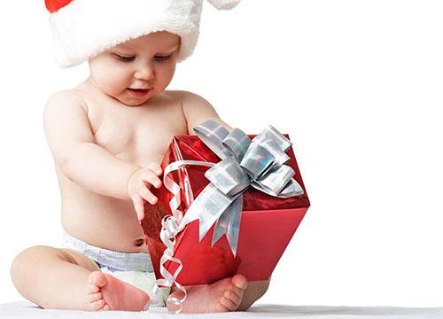 Что подарить ребёнку на Новый год: мальчику и девочке по возрастам