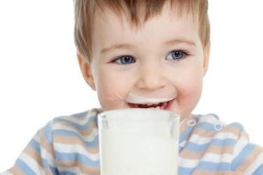 Кисломолочные продукты и фрукты для детей