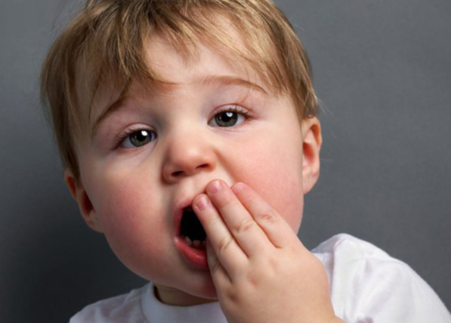 У ребёнка болит зуб: причины, чем обезболить в домашних условиях