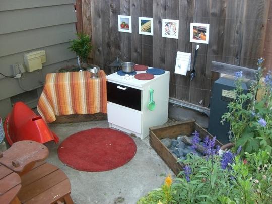 Игровой комплекс для детей на дачу: чем занять ребенка на даче летом?