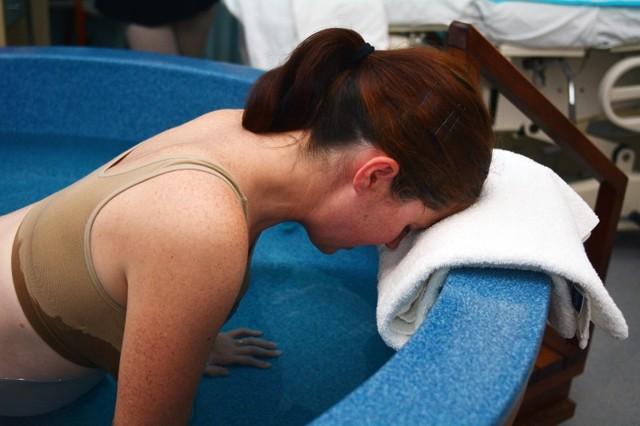 Роды в воде в роддоме: плюсы и минусы домашних родов