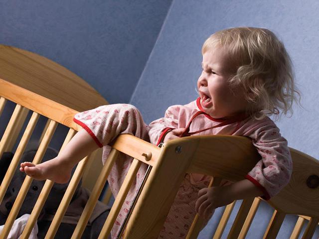 Ребенок перепутал день с ночью: что делать и где искать причины?