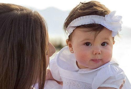 Проколоть уши ребёнку: когда лучше и как за ними ухаживать