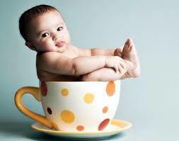 Как научить ребенка пить из чашки