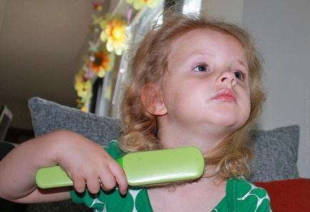 Чем лечить педикулёз у детей: препараты и народные средства