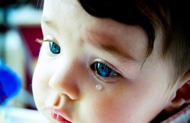 Слезится глаз у ребёнка: возможные причины, пути решения проблем