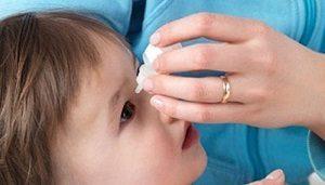 Отёк глаза у ребёнка: причины, тревожные симптомы, методы лечения