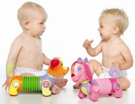Развитие ребенка по месяцам до года мальчика: особенности и уход, половое созревание