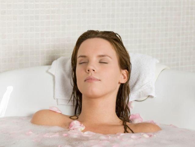 Какую ванну принять: 5 разновидностей для мамы