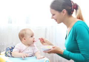 До скольки кормить ребенка грудным молоком: оптимальный возраст от доктора Комаровского