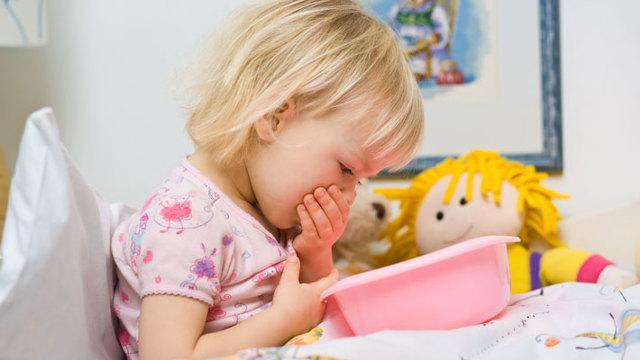 Рвота и понос у ребенка: особенности и лечение