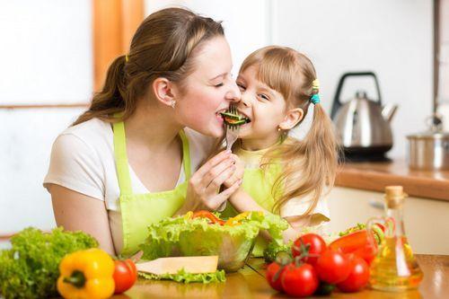 Вздутие живота у ребенка 3 года: что делать?