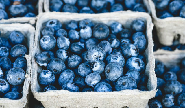 Аллергия на фрукты у ребенка: где брать витамины?
