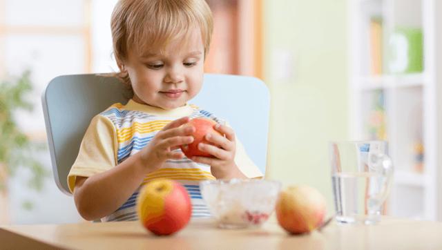 Ребенок не ест твердую пищу. Что делать?