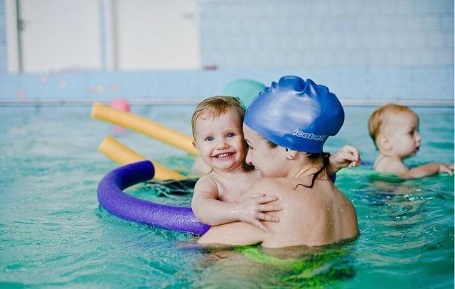 В чем заключается польза купания ребенка?