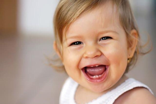 Прорезывание первых зубов: симптомы, первая помощь, сколько длится