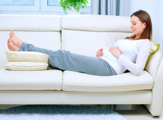 Пробка перед родами: как и почему отходит, признаки, что делать