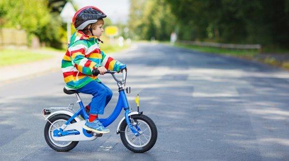 Как научить ребенка ездить на велосипеде