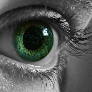 У ребёнка гноятся глаза: причины, сопутствующие симптомы, лечение