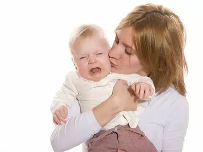 Колики у ребёнка: как понять и что делать, советы, лекарства, народные средства