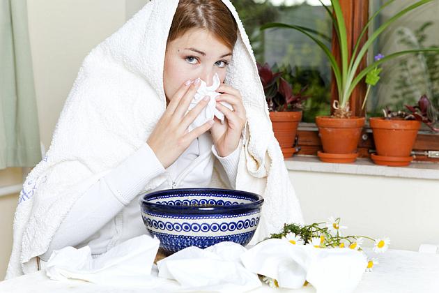 Лечение насморка при беременности: медикаментозные и народные методы