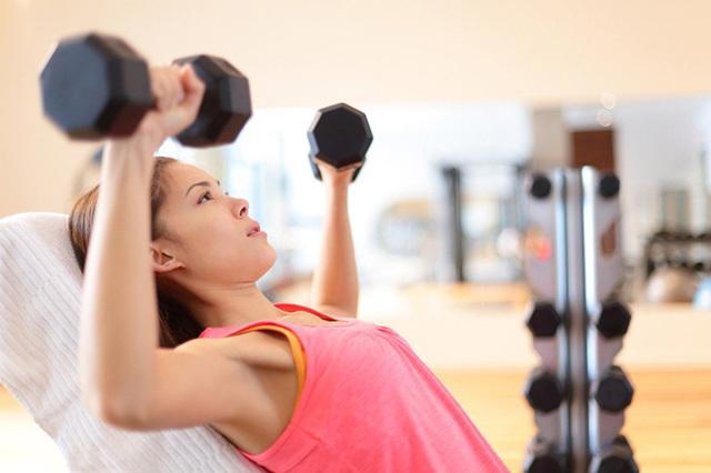 Как подтянуть грудь после родов: причины обвисания, упражнения, средства