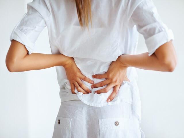 Болит спина после родов: почему и что делать