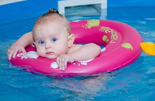 Плавание детей до года: подготовка, методика, принципы