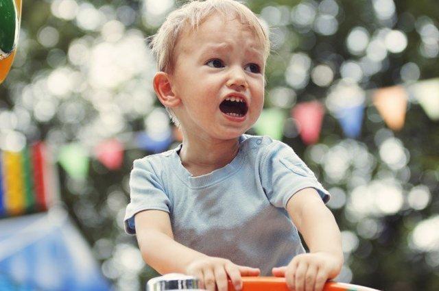 Как реагировать на истерики ребенка?