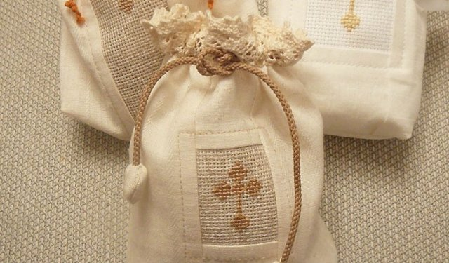 Что дарят на крестины девочке и мальчику крестные, мама, отец и гости?