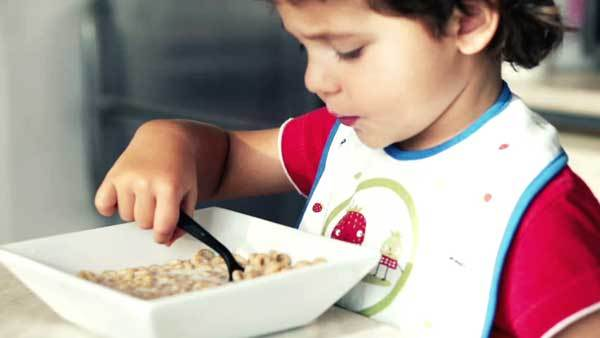 Сухие завтраки для детей: польза или вред?