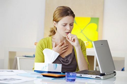 Парить ноги при простуде: как и с чем можно проводить процедуру