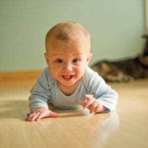 Как научить ребёнка ходить: гимнастика, инвентарь, проведение занятий