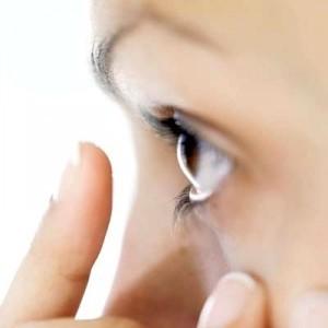 Что делать, если пыль попала в глаза