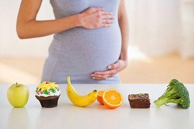 Можно ли есть сладкое во время беременности?