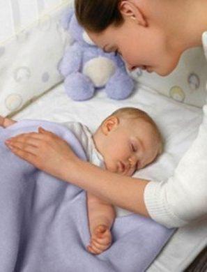 Почему грудной ребенок очень мало спит