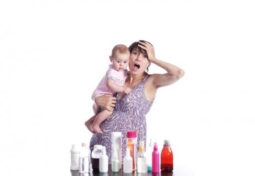 Ребёнок часто срыгивает: норма и отклонения, причины, что делать