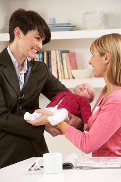 Няня в семье – как построить отношения с первых дней