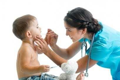 У ребёнка болит горло: причины, симптомы, чем лечить, профилактика